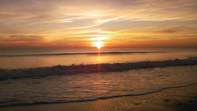 Coucher de soleil sur la plage du Boutillon (Ars en Ré)
