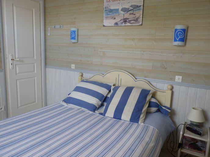 Chambre avec lit double (3)