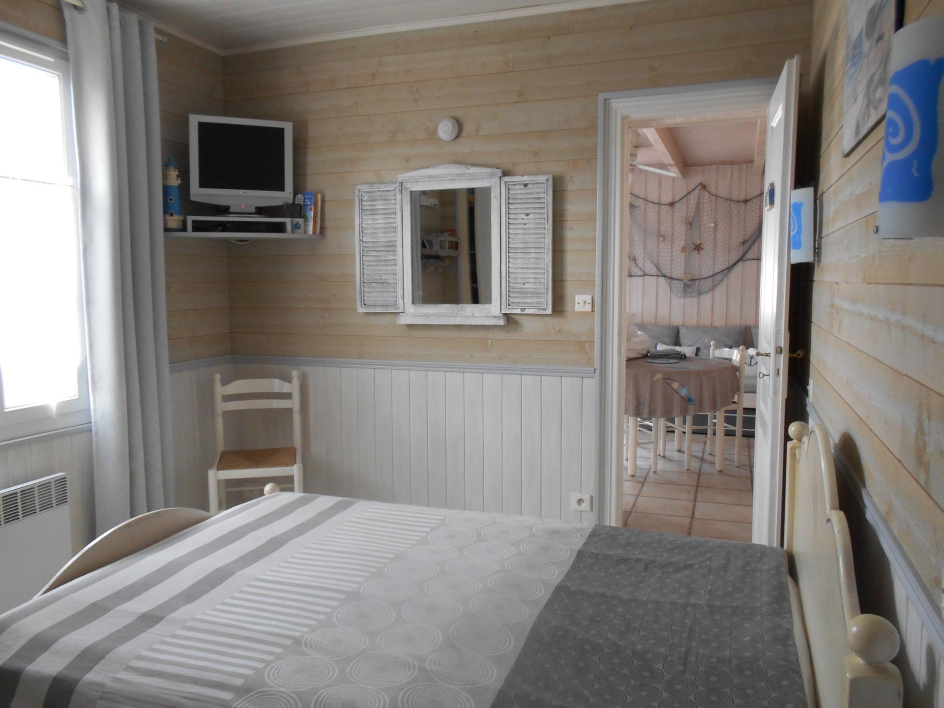 accueil la dana petite maison chambre d 39 h tes louer sur l 39 ile de r. Black Bedroom Furniture Sets. Home Design Ideas
