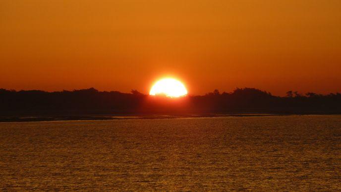 Lever de soleil sur la plage du Boutillon (Ars-en-Ré)