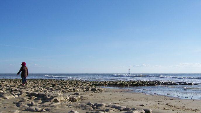 Le Phare de Chauveau vu depuis la plage des Conches (Rivedoux-Plage)
